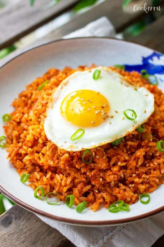 15-Minute Kimchi Fried Rice (Kimchi Bokkeumbap)