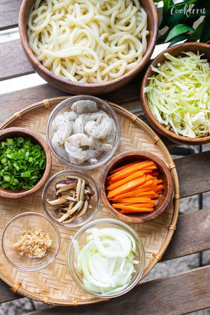 Ingredients for 15-Minute Yaki Udon with Shrimp